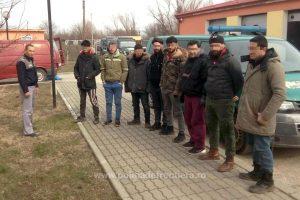 Călătoria a 16 migranţi care au intrat ilegal în România, oprită într-un sat din Caraş