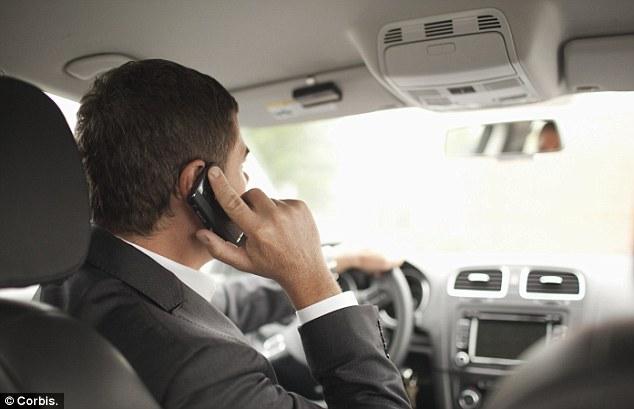 Sancțiuni aspre pentru şoferii care folosesc telefonul mobil la volan