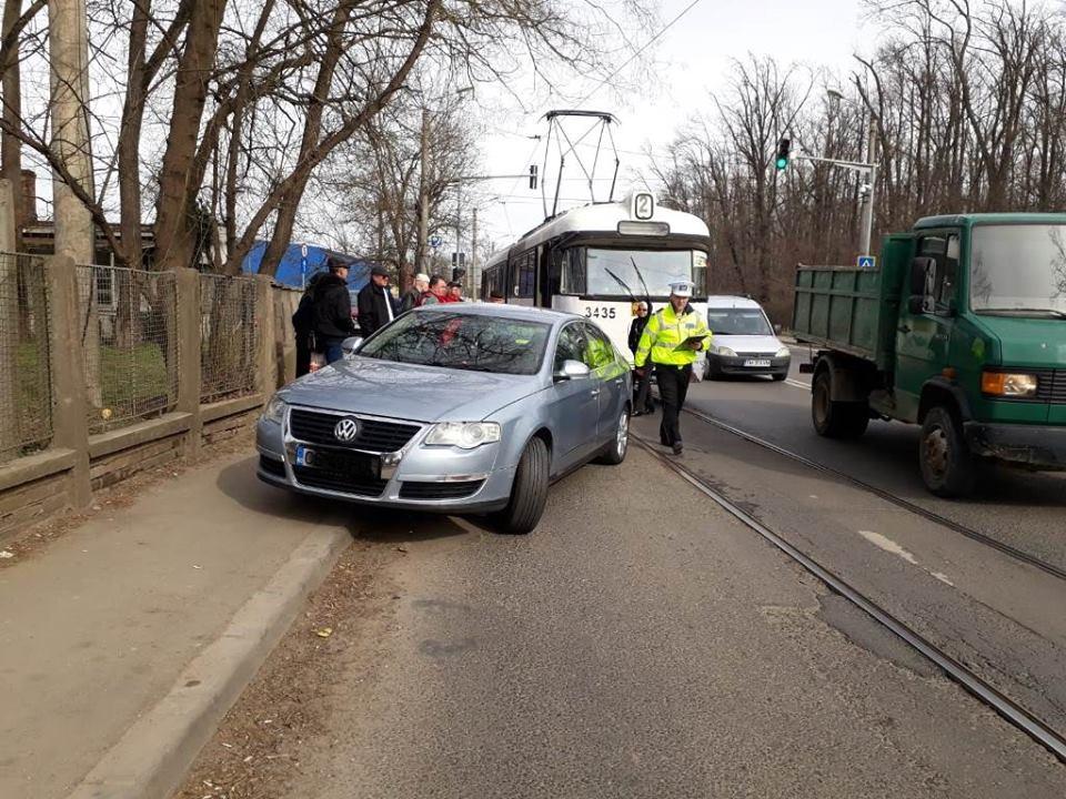 Ce amenzi primesc şoferii care blochează circulaţia tramvaielor