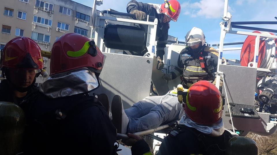 Foto. Mobilizare de forţe la un hotel din Timişoara