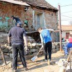 """Foto. Asociaţia """"Acasă în Banat"""" şi voluntari au renovat casa turcească din Rudăria"""