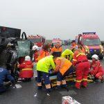 Microbuz cu bulgari, răsturnat pe autostradă în apropiere de Giarmata