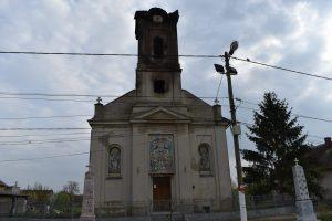 Biserica din Șuștra distrusă de flăcări, reabilitată cu bani din donații