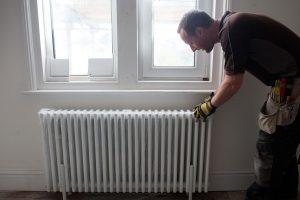 Mii de locatari rămân fără apă caldă şi căldură marţi