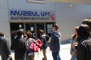 """Campania """"De Paște, dăruiește bucurie!"""". Elevii din Ezeriș, în vizită la UPT"""