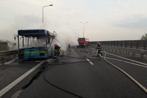 Un autobuz a luat foc pe autostrada Arad-Timișoara