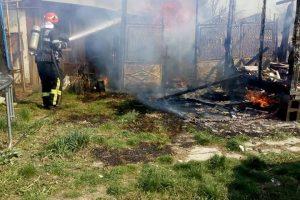 Gospodărie din Timiş, în flăcări. Pompierii au intervenit rapid