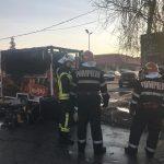 O rulotă a ars ca o torţă în Calea Şagului. Noroc cu pompierii care au scos la timp două butelii