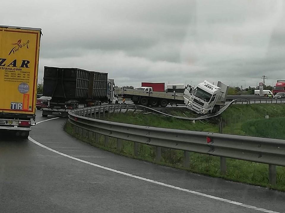 Atenție, circulație blocată pe A11!