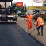 Continuă asfaltarea în Oravița