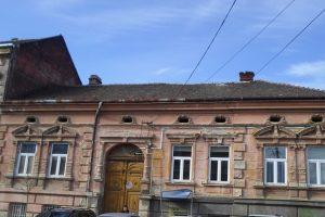 Continuă să curgă amenzile pentru proprietarii care nu-şi îngrijesc clădirile