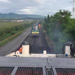 Se asfaltează drumul dintre Oraviţa şi Greoni
