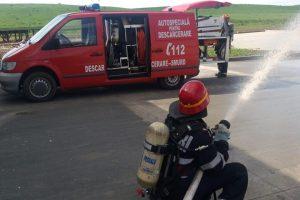 Persoană intoxicată cu fum, evacuată de pompieri într-un exerciţiu