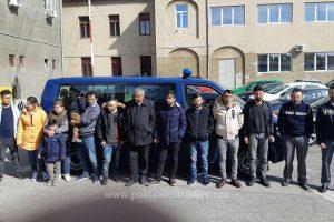 12 migranţi ascunși într-un automarfar, depistaţi de poliţiştii de frontieră la Nădlac II
