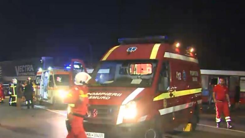 Grav accident în Arad, unde un autobuz cu 60 de muncitori a fost lovit de un tir