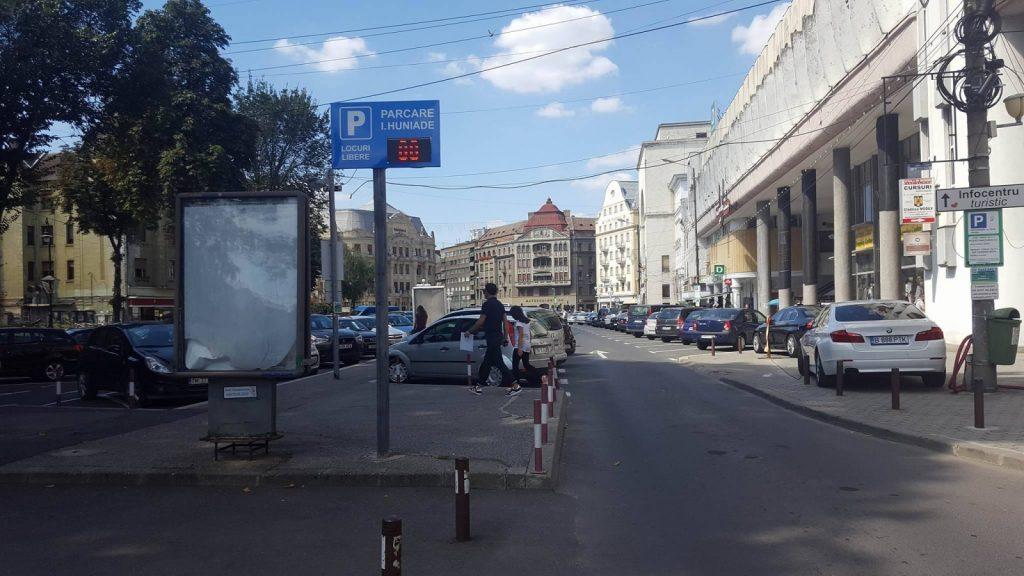 Şoferii care parchează pe locurile destinate autocarelor vor fi amendaţi