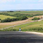 Şoseaua care face legătura între două localităţi timişene vede asfalt pentru prima dată