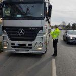 Zeci de amenzi aplicate de polițiștii locali şoferilor de camioane  care au circulat în locuri interzise
