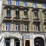 """Proprietarii clădirii unde e fosta librărie """"Școlarul"""", pe lista celor amendaţi pentru neîntreţinerea faţadei"""