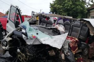 Accident grav în vestul ţării: doi morți și șapte răniți