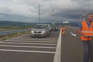 Se circulă pe autostradă, între Șoimuș și Ilia