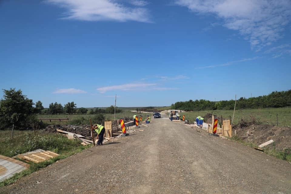 Încă un drum de piatră din Timiş este asfaltat