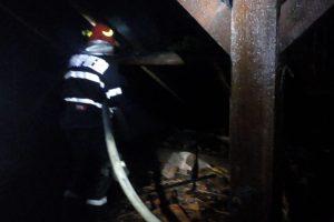 Panică în zona UMT. Pompierii intervin la un incendiu izbucnit la un cămin