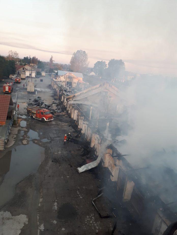 2.000 de tone de cereale au ars în urma unui incendiu, în judeţul Arad