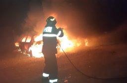 O maşină a ars ca o torţă în Ghiroda