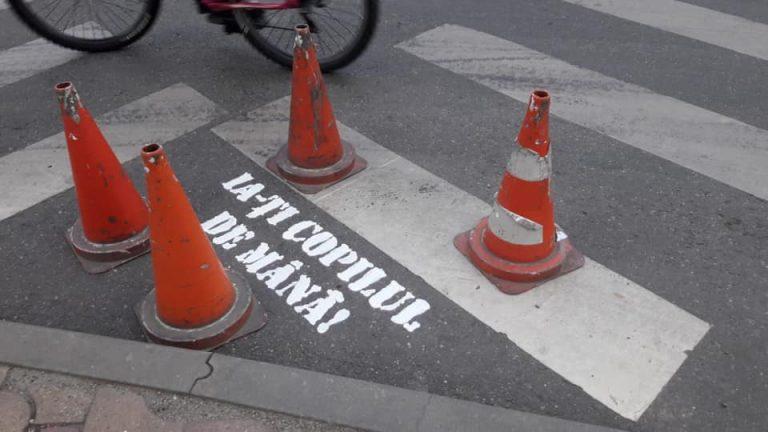 Inedit în Arad: mesaje inscripționate pe trecerile de pietoni din zona școlilor