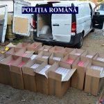 Țigări de contrabandă descoperite la un arestat la domiciliu