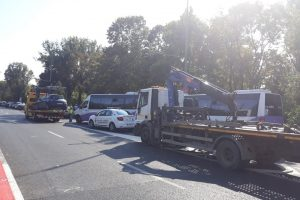 Zeci de maşini care încurcau flagrant traficul, ridicate