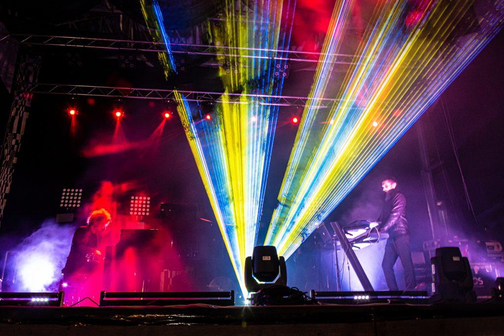 Premieră absolută la Timişoara: doi muzicieni cântă cu o entitate de inteligență artificială