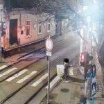 Două persoane amendate cu 3.000 de lei după ce au fost filmate când aruncau deșeuri pe stradă