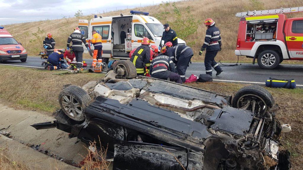 Accident grav la ieşirea de pe autostrada A1. Update: o tânără a murit