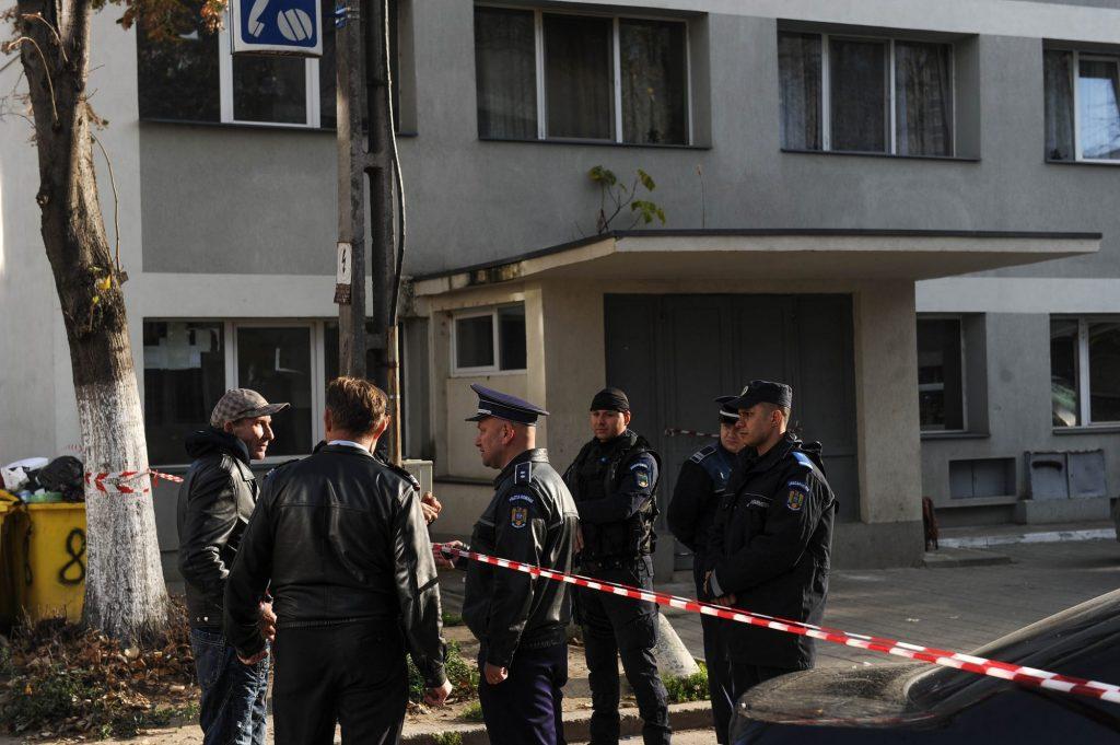 9 poliţişti, primii intraţi în blocul de pe Mioriţei, au ajuns la spital
