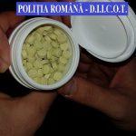 Traficanţi de droguri de mare risc, săltaţi de poliţişti