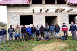 20 de migranţi, depistaţi în apropierea frontierei cu Ungaria