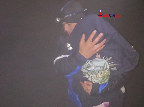 Un bebeluș şi părinţii lui, salvaţi de jandarmi de pe munte