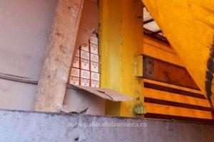 Peste 40.000 de pachete cu ţigări de contrabandă, descoperite la Nădlac
