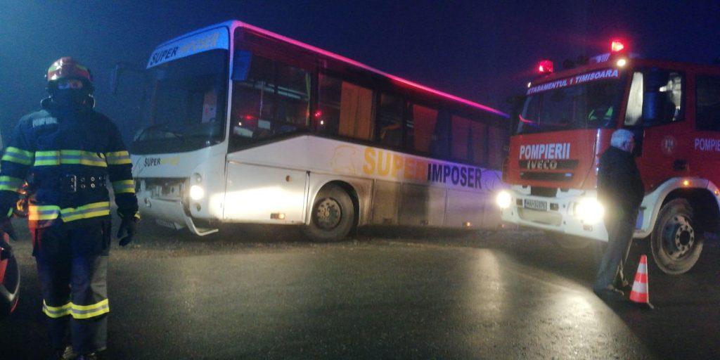 Un autobuz plin cu pasageri a derapat într-un șanț