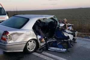Groaznic accident la ieşire din Lovrin, sunt 5 răniţi şi doi morţi