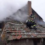 Incendiu la o casă din Foieni. Pompierii s-au luptat aproape 4 ore cu flăcările