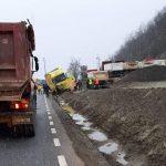 Accident cu două camioane pe DN7, în judeţul Arad