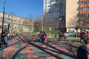 A fost reabilitat parcul din cartierul Dacia, cu două locuri de joacă