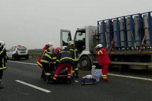 Şoferul unui camion încărcat cu butelii şi-a pierdut viaţa pe autostrada Arad-Nădlac
