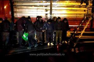 20 de migranţi din Siria, Irak, Egipt și Palestina, ascunşi într-un automarfar, depistați la Nădlac