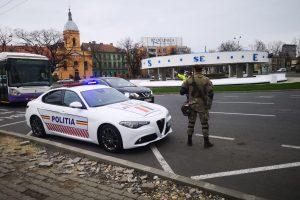 Foto. Poliţia şi Armata opresc maşini în trafic la Timişoara