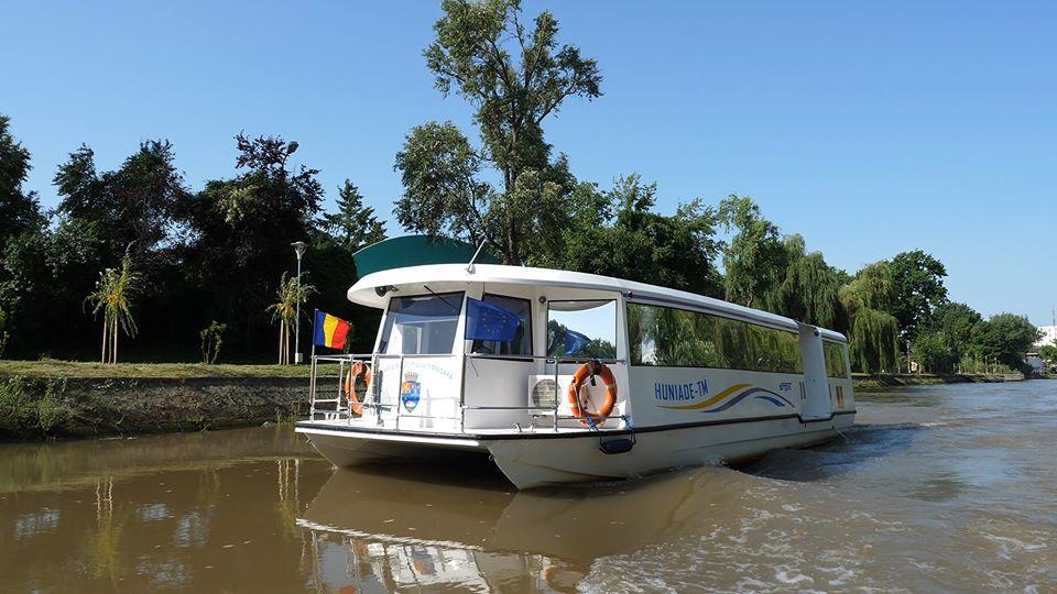 Vaporaşele nu mai circulă în weekend, nici tramvaiul turistic