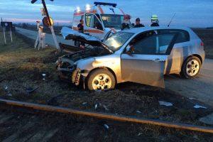 Impact între un tren și o Alfa Romeo